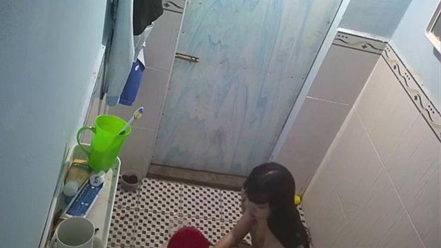 合租房公共浴室暗藏摄像头偷拍学妹洗澡