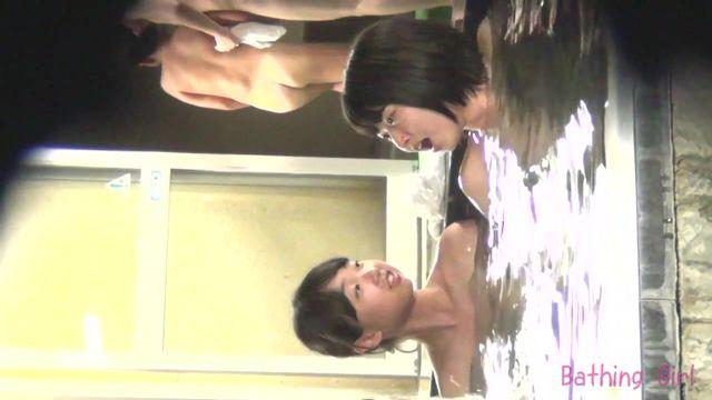 浴池偷拍年轻学生妹洗澡皮肤光滑细嫩身材匀称阴毛性感720P高清